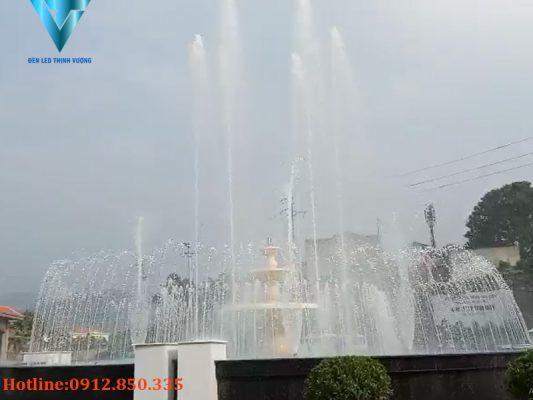 Đèn Led trang trí dưới nước lắp đặt tại nút giao thông Hòa Bình